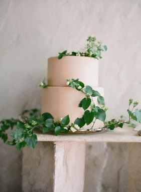 Cake with leaves